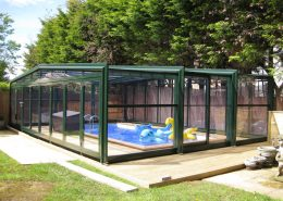 Easyglide 3 Angle Telescopic Pool Enclosure Side On To Pool 01