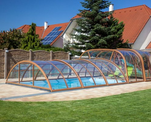 Galaxy Telescopic Mixed Height Pool Enclosure Closed