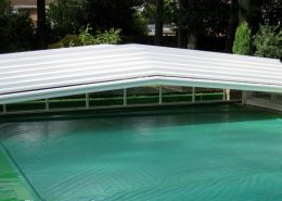 Low 5 Angle Telecsopic Pool Enclosure White 01